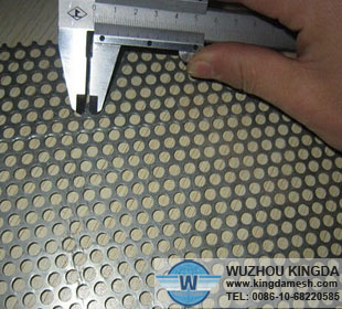 Low carbon steel perforated metal screen