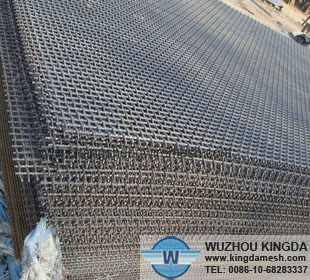 Heavy crimped wire mesh