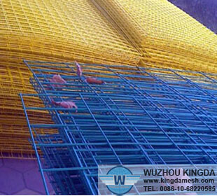 Plastic coated weld mesh